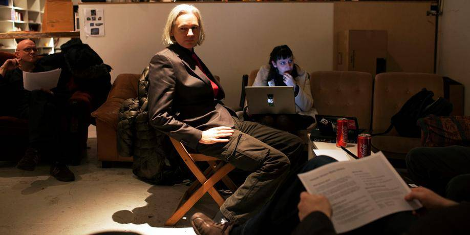 """Julian Assange : """"Seule chose à faire ici, travailler"""""""