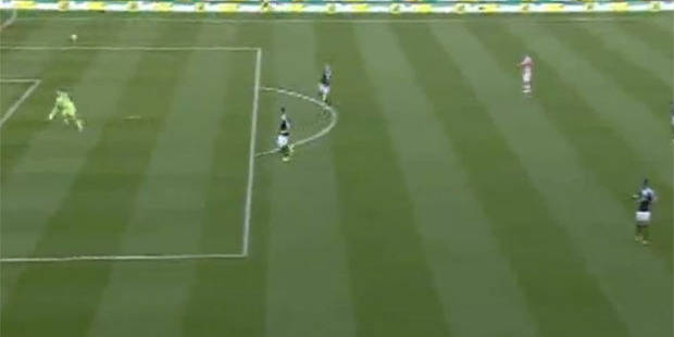 Premier League: un gardien marque de sa propre surface après 13 secondes