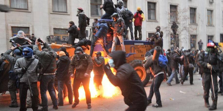L'opposition ukrainienne appelle à continuer d'occuper le centre de Kiev
