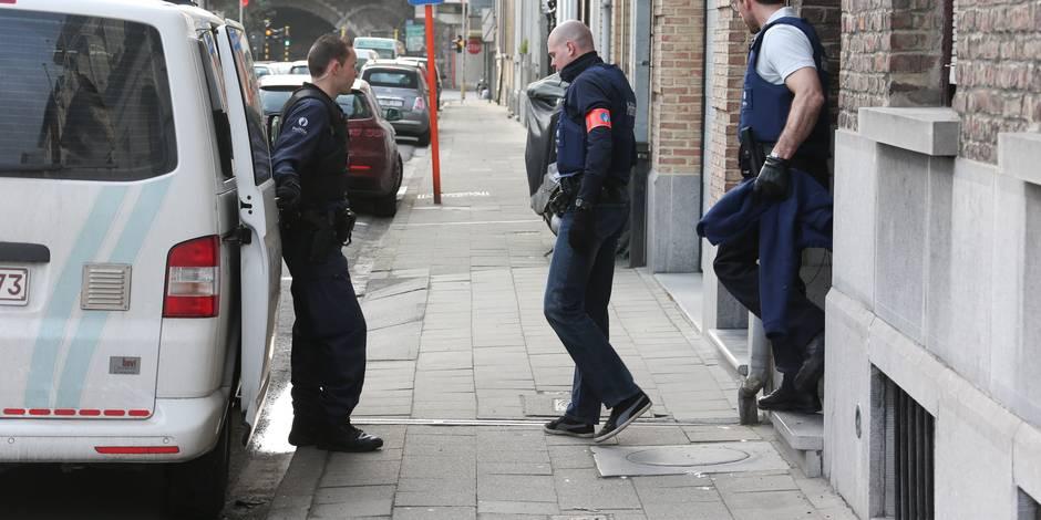 Cinq arrestations dans le cadre d'une enquête pour terrorisme