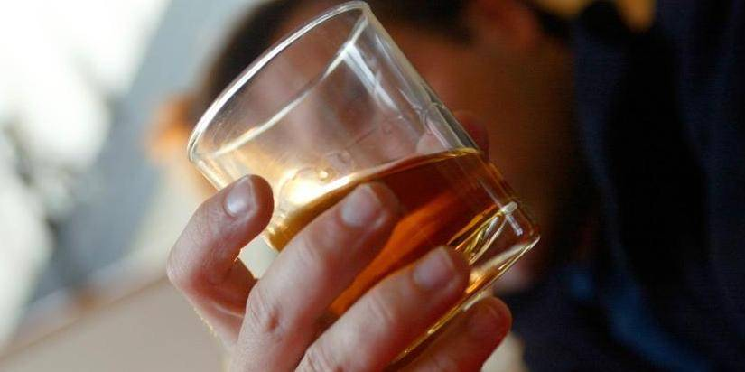 Les jeunes boivent moins, mais toujours trop
