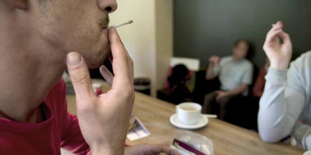 Tabac dans les cafés : 2.590 amendes en 2013 - La Libre