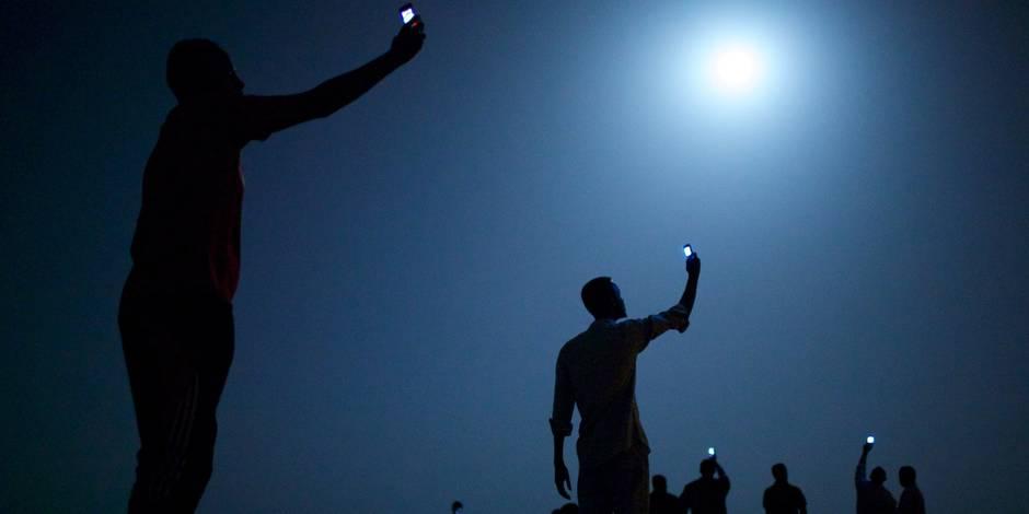 Des migrants au clair de lune pour un World Press Photo