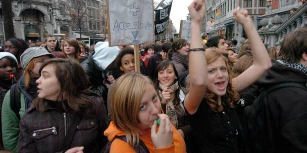 Les étudiants francophones manifestent leur colère - La Libre