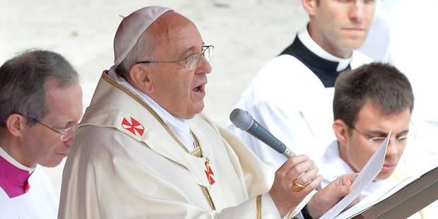 """Le pape François salue Jean Paul II et Jean XXIII, """"deux hommes courageux"""" - La Libre"""