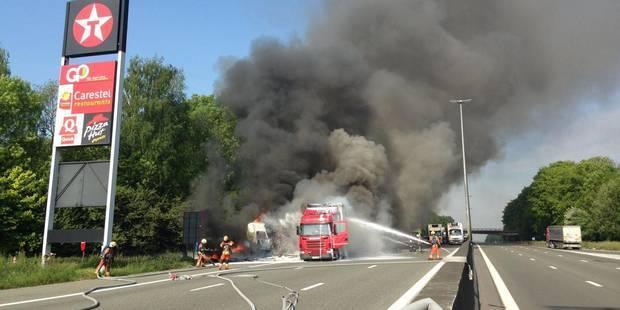 Camions en feu sur l'E40: l'autoroute a été rouverte - La Libre