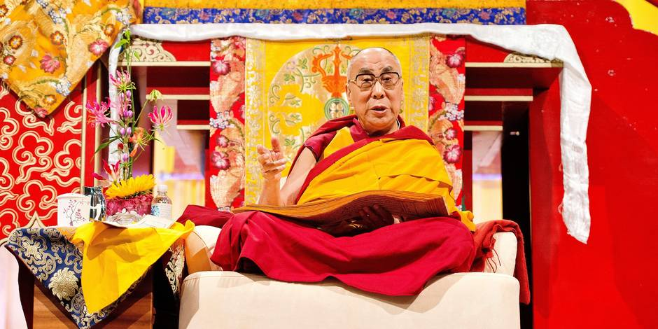 """Tibetan spiritual leader Dalai Lama speaks during a lecture entitled """"Living wisely and compassionately - Lectures about Buddhism"""" in Hamburg, northern Germany on August 25, 2014. The Dalai Lama is on a visit to Germany until August 26. AFP PHOTO / DPA / DANIEL BOCKWOLDT +++ GERMANY OUT"""