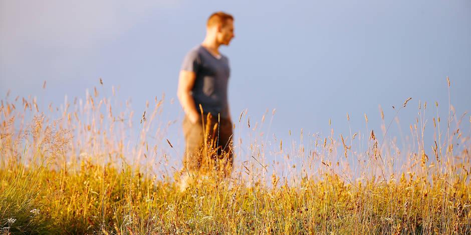 Man walking alone. Reporters / BSIP