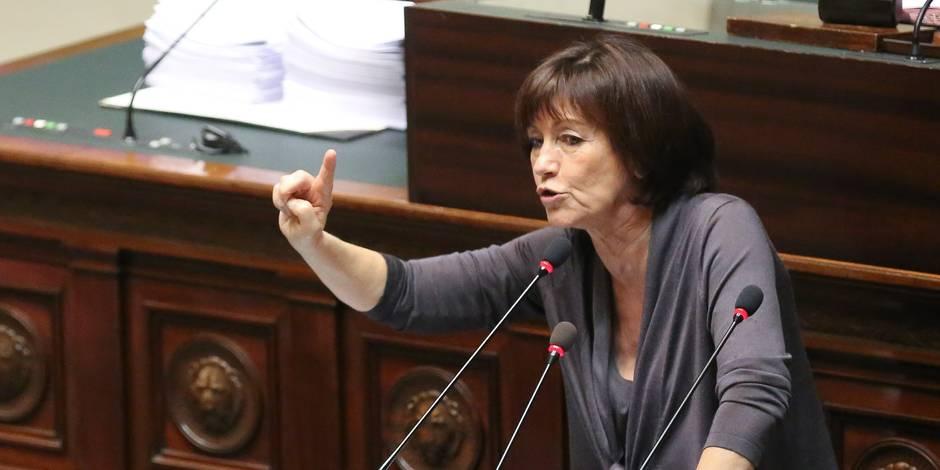 """Onkelinx dénonce """"le bruit des bottes dans le gouvernement"""""""