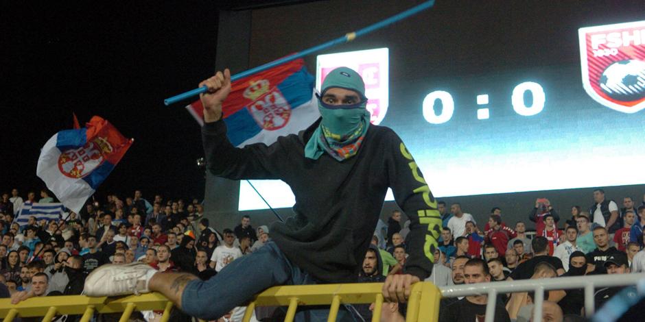 """Incidents lors de Serbie-Albanie: """"Faites voler un drapeau russe à Kiev et vous verrez..."""""""