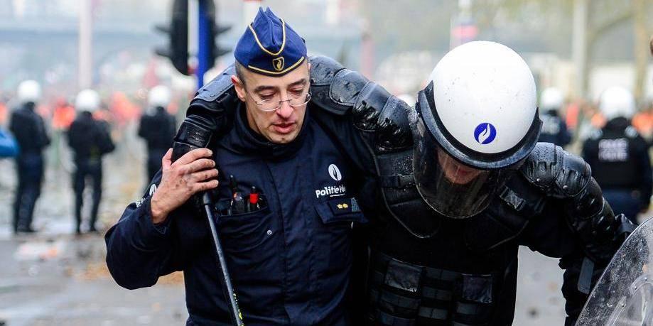 Manifestation: les policiers ont reçu l'ordre de ne pas aider leurs collègues en détresse