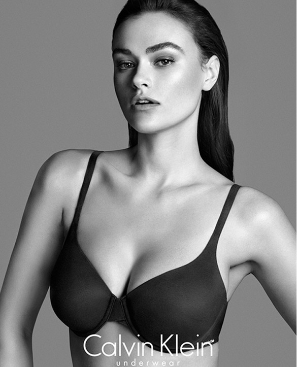 Calvin Klein fait polémique avec sa mannequin