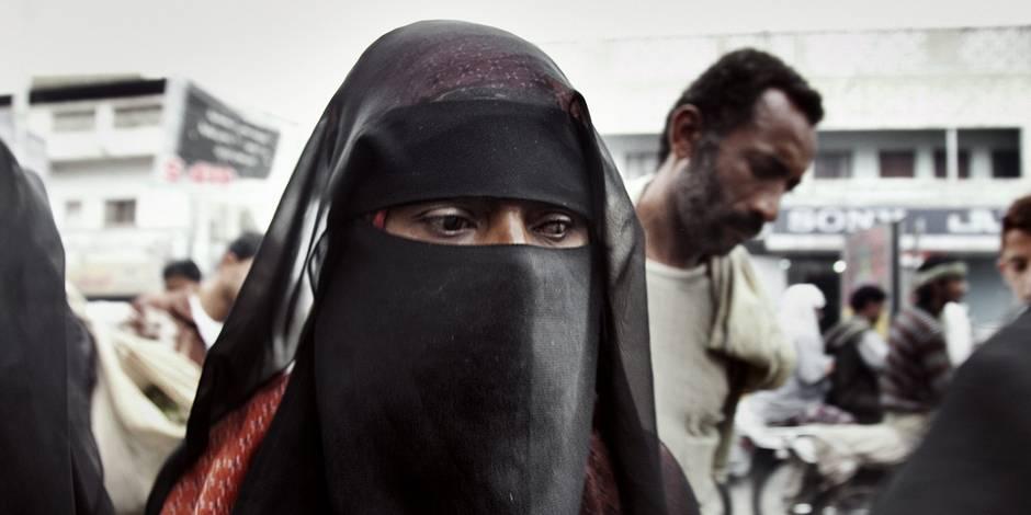 Des femmes à côté d'hommes étrangers dans les avions : le problème d'une compagnie saoudienne
