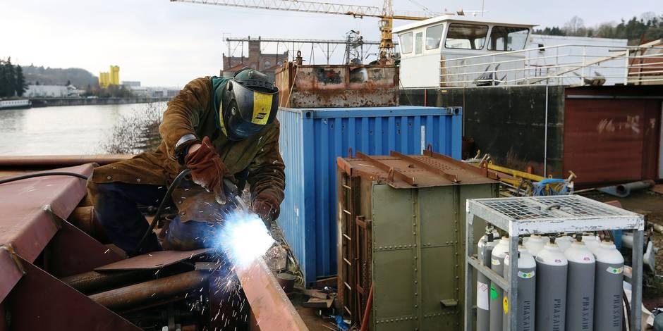 Construction d'un bateau de croisiere destine a croiser sur le Douro au chantier naval Meuse et Sambre