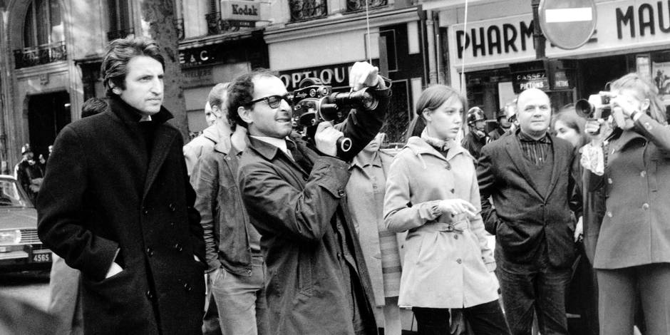 Jean Luc Godard filmant les manifestations etudiantes avec Anne Wiazemsky le 7 mai 1968 Neg:CX1715-1716 --- Jean-Luc Godard filming demonstrations of students on may 7, 1968 Reporters / Rue des Archives *** Local Caption *** Jean-Luc Godard filming demonstrations of students on may 7, 1968