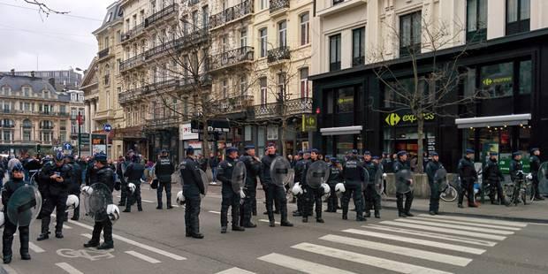 Coupe de Belgique: confrontation musclée entre supporters et police dans les rues de Bruxelles (VIDÉO) - La Libre