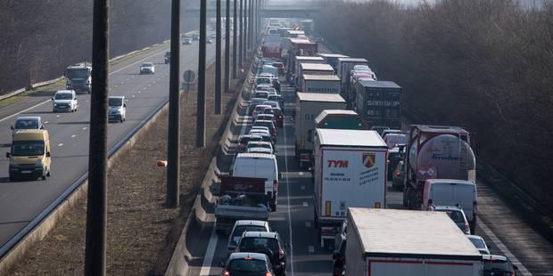 Circulation dense sur les routes avant les vacances de Pâques - La Libre