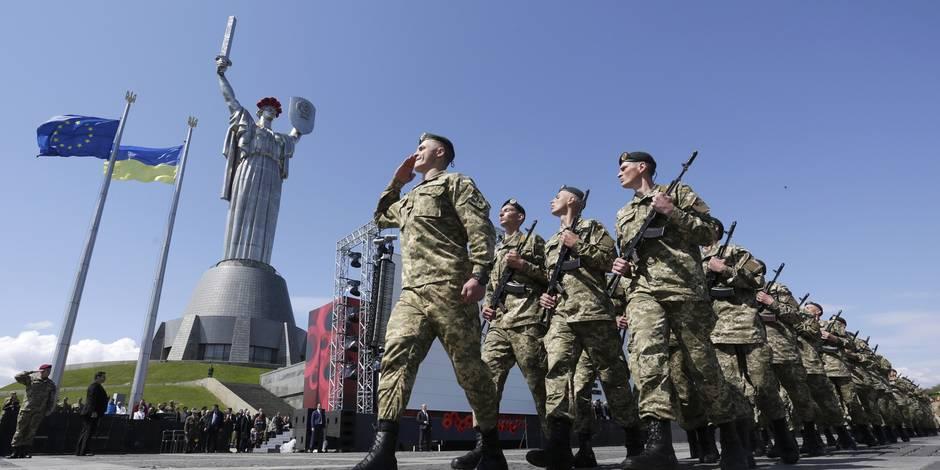 """Kiev va montrer """"au monde entier"""" deux """"soldats des forces spéciales russes"""" capturés"""
