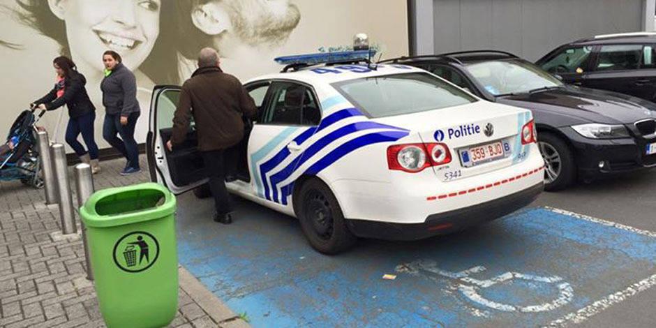 Le policier garé sur une place pour handicapés est... en droit