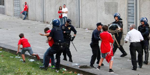 Emoi au Portugal: un supporter du Benfica tabassé par la police devant ses enfants - La Libre