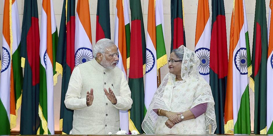 Indian Prime Minister Narendra Modi (L) talks to Bangladeshi Prime Minister Sheikh Hasina (R) during a signing ceremony on June 6, 2015. Bangladesh and India on June 6 sealed a historic land pact to swap territories, which will finally allow tens of thousands of people living in border enclaves to choose their nationality after decades of stateless limbo. AFP PHOTO/ Munir uz ZAMAN