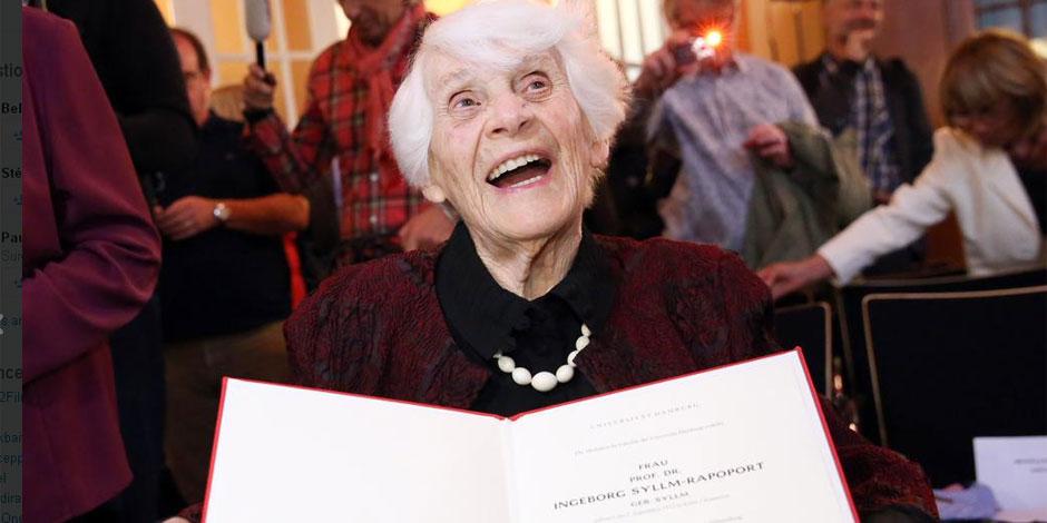 A 102 ans, elle reçoit le doctorat dont l'ont privée les nazis