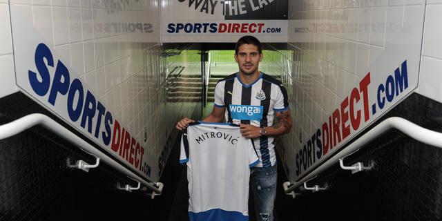 Mitrovic à Newcastle: c'est officiel