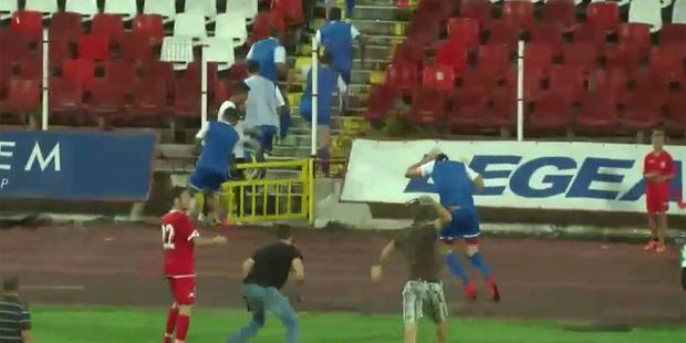 Les joueurs obligés de se réfugier en tribunes face à des hooligans du CSKA Sofia - La Libre
