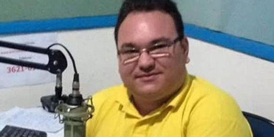 Brésil : un journaliste tué par balles dans un studio de radio