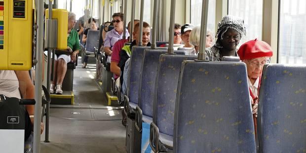 La fin du bus gratuit, un recul soci(ét)al pour les aînés flamands? - La Libre