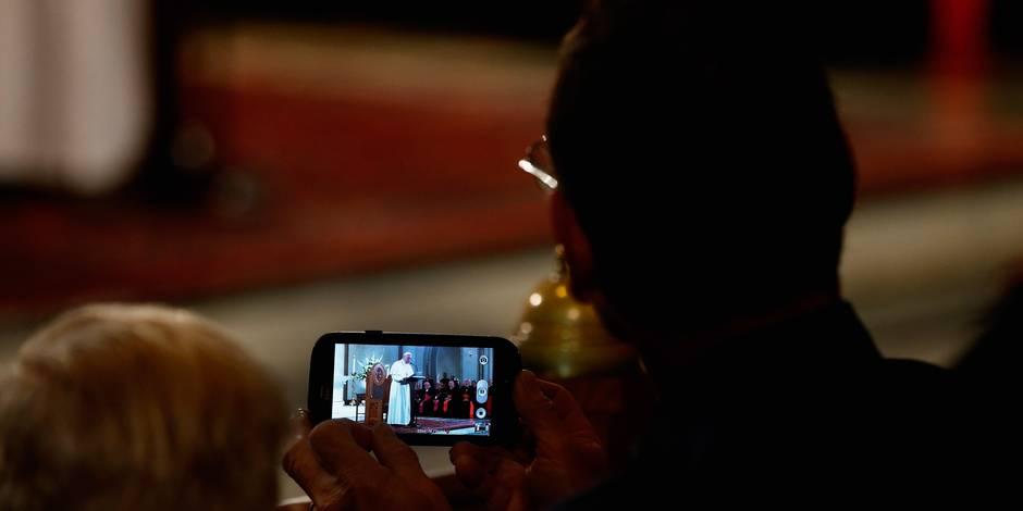 Est-il absurde de bénir des smartphones? - La Libre