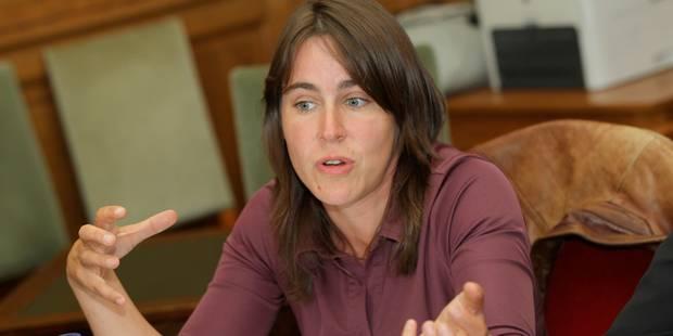 Calomniée dans une lettre anonyme, Sarah Turine porte plainte contre x - La Libre
