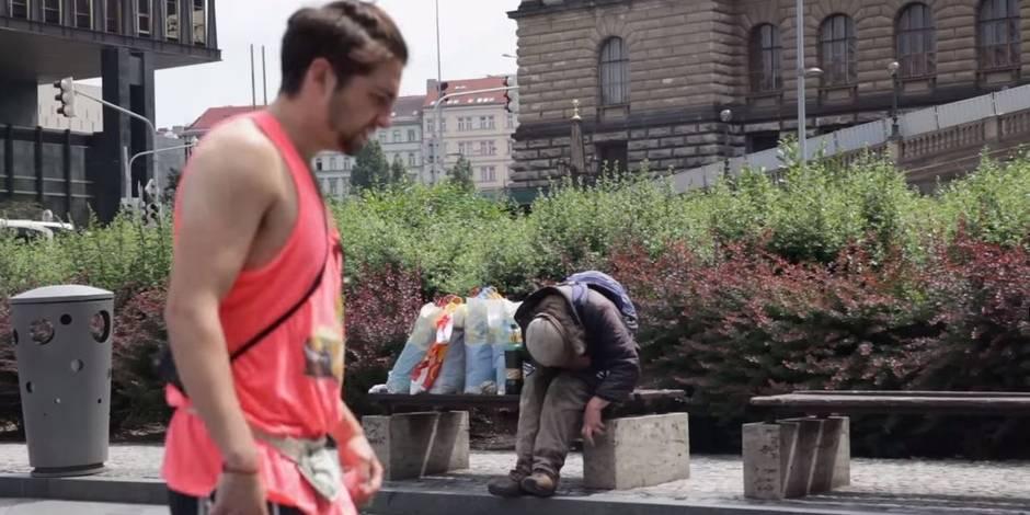 Prague: Un SDF transformé en borne Wi-Fi