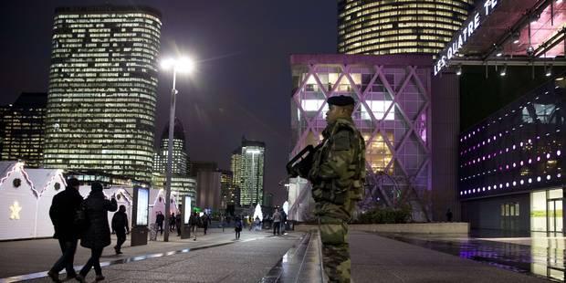 """Attentat déjoué près de Paris: à La Défense, """"on attend que ça arrive"""" - La Libre"""