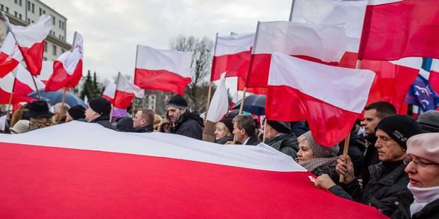 """Pologne: des milliers de manifestants en rue pour """"défendre la démocratie"""" - La Libre"""