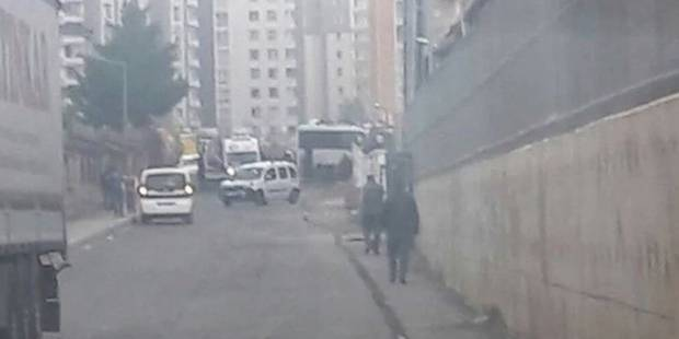 Turquie: un attentat à la voiture piégée tue 6 policiers, blesse 23 personnes à Diyarbakir - La Libre