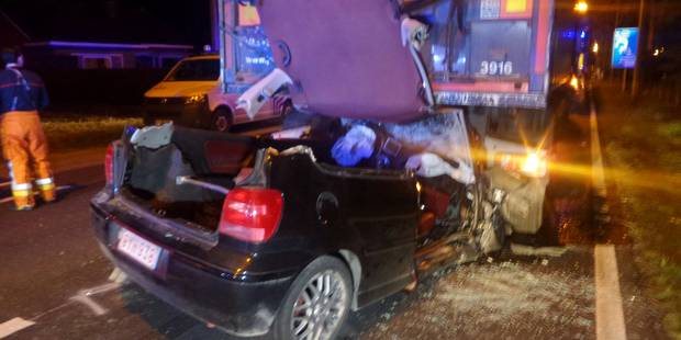 Une voiture s'encastre sous la remorque d'un camion impliqué dans un barrage à Gozée (Photos) - La Libre