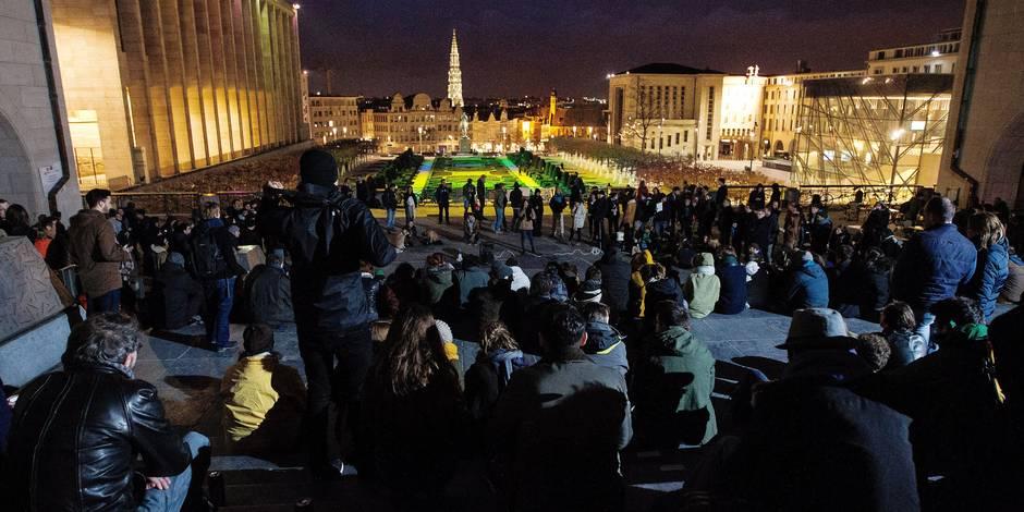 """Des centaines de Belges passent la """"Nuit Debout"""" à Bruxelles"""