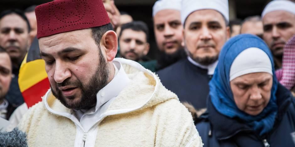 Attentats à Bruxelles: Des associations musulmanes rendent hommage aux victimes à la station Maelbeek (PHOTOS)