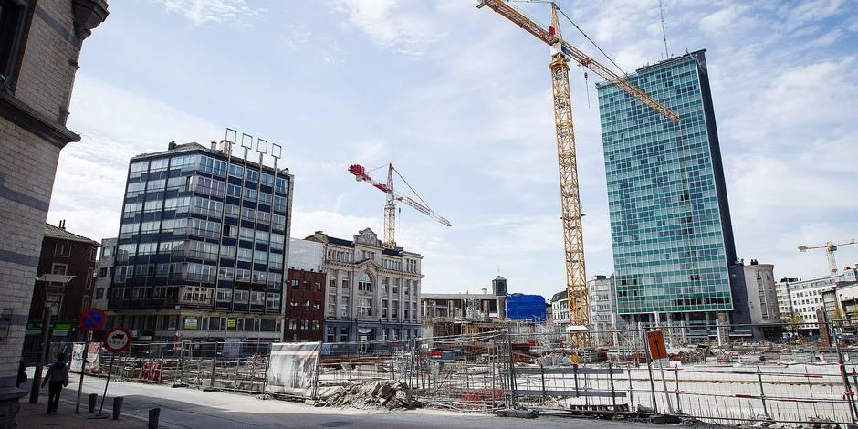 Ouvriers en grève sur le chantier Rive Gauche à Charleroi