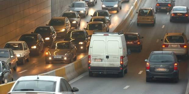Bruxelles: un accident dans le tunnel Porte de Namur provoque des files sur la petite ceinture - La Libre