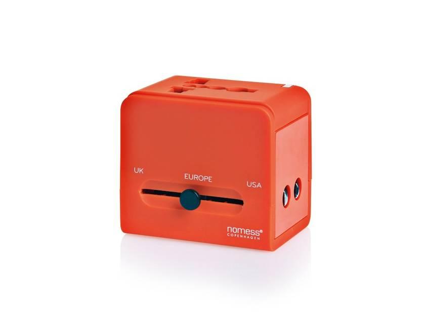 Quand on voyage beaucoup, les adaptateurs de prises sont un must. Surtout celui de Nomess qui s'adapte à toutes les prises et sert aussi de chargeurs par clé USB. Existe aussi en noir. Nomess, 44€. www.nomess.dk