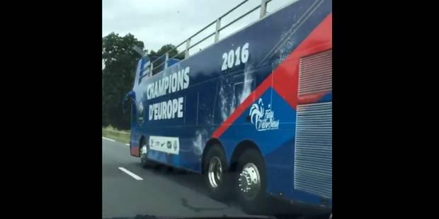 """""""Le Bus des Bleus: En 2010, ils ne voulaient pas en sortir, là ils ne veulent pas monter dedans"""" (vidéo) - La Libre"""
