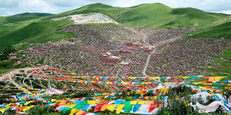 Hillside Homes Of Tibet