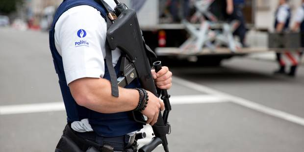Attaque à la machette : la policière grièvement blessée a pu tirer sur l'auteur et l'atteindre à deux reprises - La Libr...