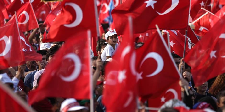 Turquie: le gouvernement renvoie 8.000 membres des forces de l'ordre