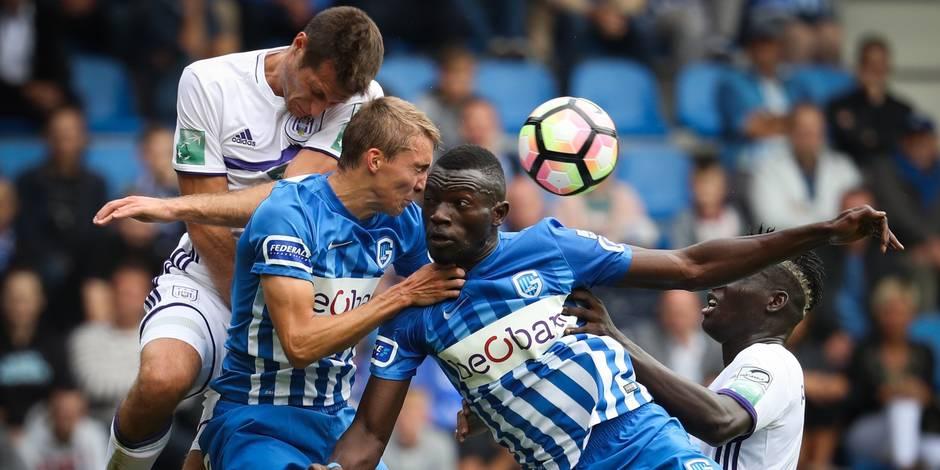 Anderlecht s'impose 2-0 contre une équipe de Genk qui termine à neuf