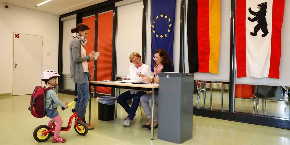 Election à Berlin: net recul du parti de Merkel et poussée de la droite populiste