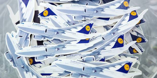 Small airplanes with magnetic clamps lie in a plastic bowl as a promotional gift during a Lufthansa AG general meeting in Hamburg, Germany, 28 April 2016. Photo: CHRISTIAN CHARISIUS/dpa Reporters / DPA