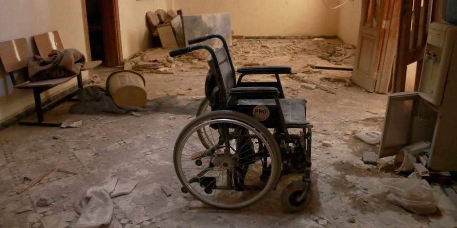 ALEPPO, SYRIA - OCTOBER 01: An unusable wheel chair is seen inside the Sahra Hospital after a barrel bomb strike by Syrian regime forces over Sahur neighborhood of Aleppo, Syria on October 01, 2016. Jawad Al-Rifai / Anadolu Agency Reporters / Abaca
